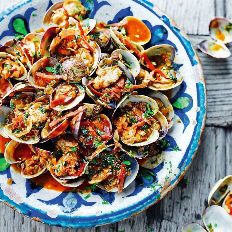 clams with sherry and serrano ham photo