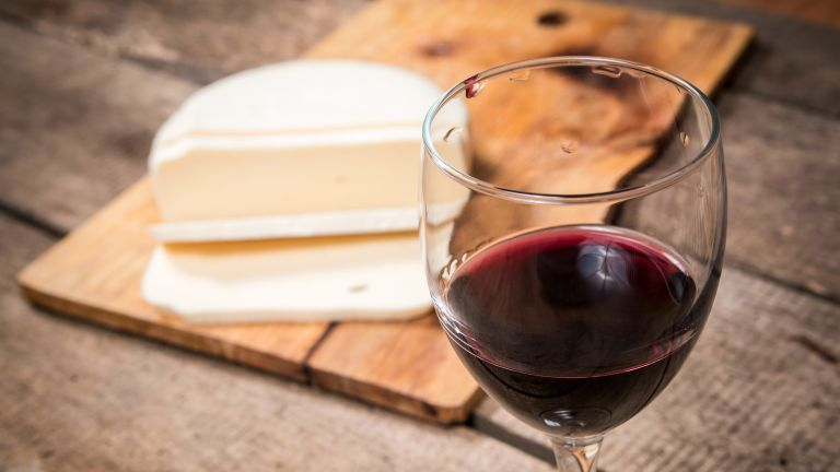 Wine and cheese: healthy eating in moderation