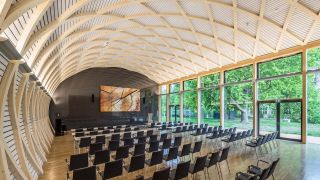 Christie Ultra Series LCD displays have been installed at a striking multipurpose event space at the Institut für Holztechnologie (IHD) in Dresden, Germany.