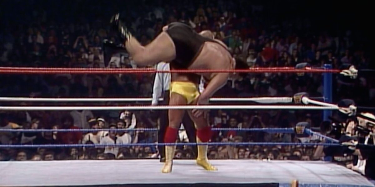 Hulk Hogan and Andre The Giant at WrestleMania 3