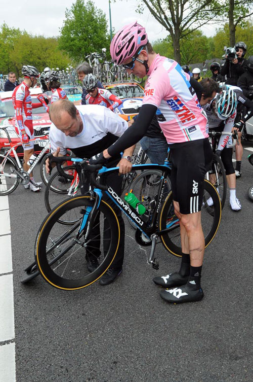 Bradley Wiggins crash, Giro d'Italia 2010, stage 2