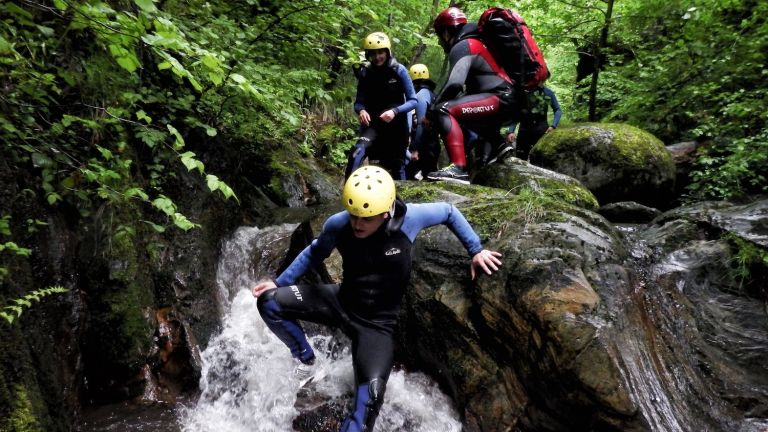 7 outdoor activities for weekend family fun: group coasteering