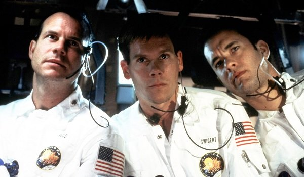 Apollo 13 Bill Paxton Kevin Bacon Tom Hanks looking concerned
