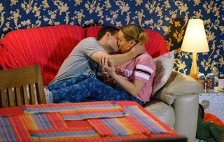 Tyrone and Gemma bond over their complicated love lives and caught up in the moment Tyrone leans in for a kiss!