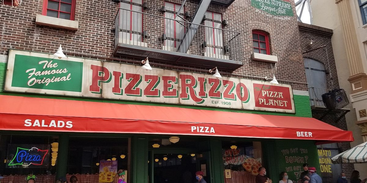 PizzeRizzo sign at Disney's Hollywood Studios