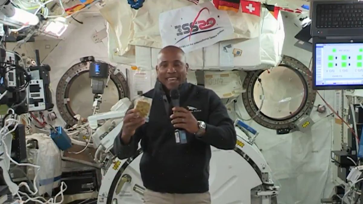 A very space Thanksgiving for 2020: Here's what astronauts will eat in space (video)