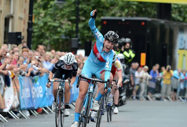 Hannah Barnes sprints to victory, British circuit race championships 2013