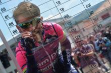 Diego Ulissi signs on before stage 6 of the Giro d'Italia