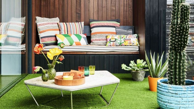Outdoor room in a garden with fake grass by Carpetright
