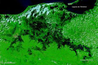 mexico-floods-2011-111025-02