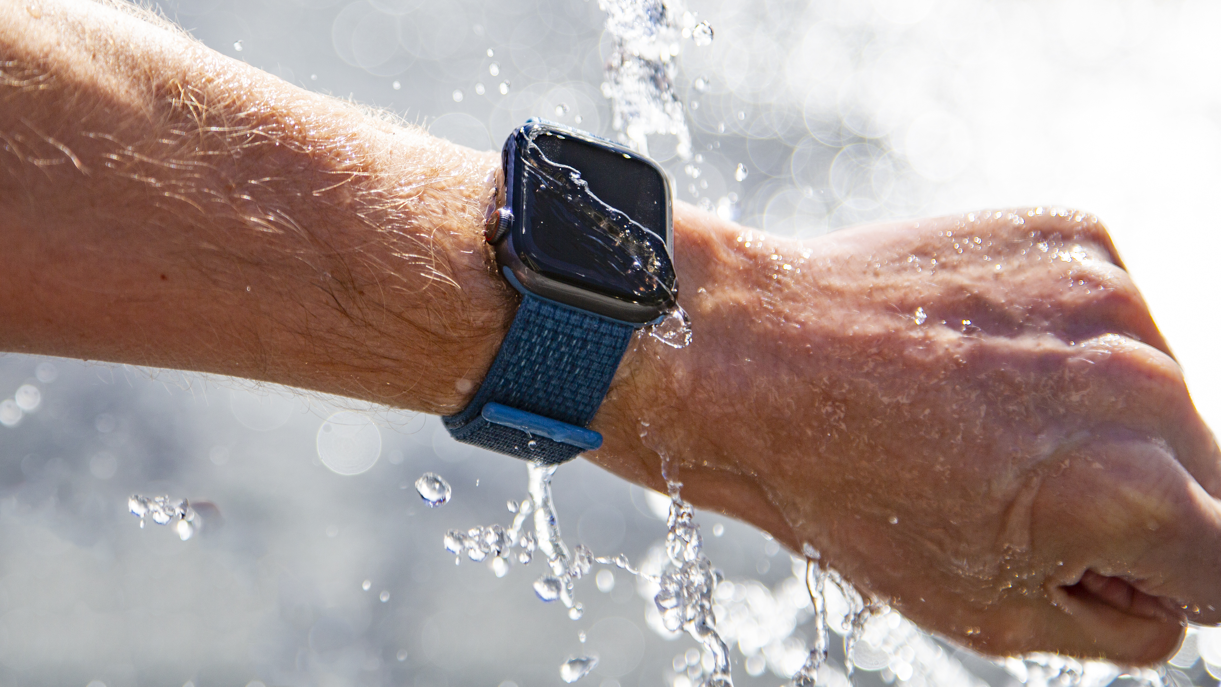 can i shower with apple watch series 3