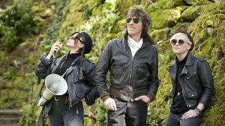 Jeff Beck (centre) with Rosie Bones and Carmen Vandenberg