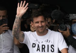 SOCCER Messi 160326