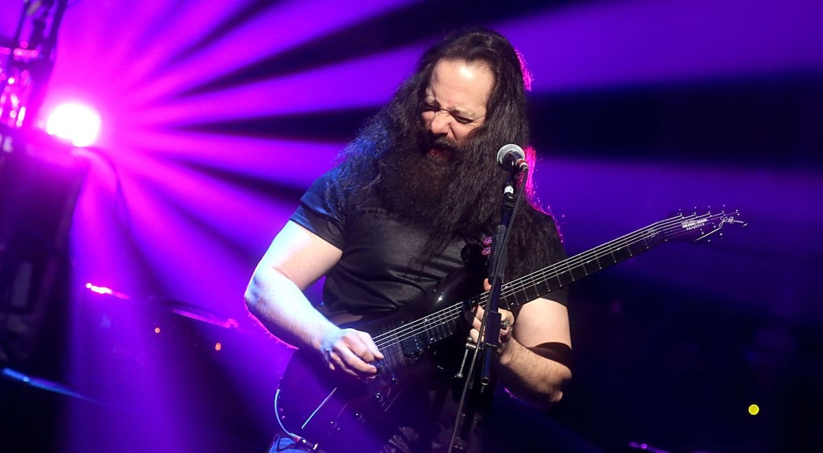 dream theater premiere new song fall into the light guitarworld. Black Bedroom Furniture Sets. Home Design Ideas