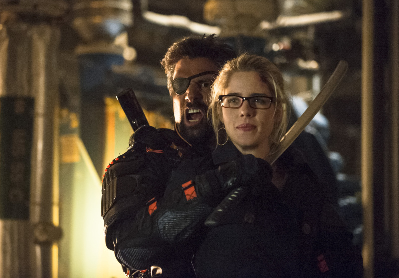 Arrow Season 2 Finale Trailer And Photos Show Heroes, Tension And Big Trouble For... #31260