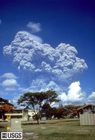 volcano-pinatubo-1991-110615