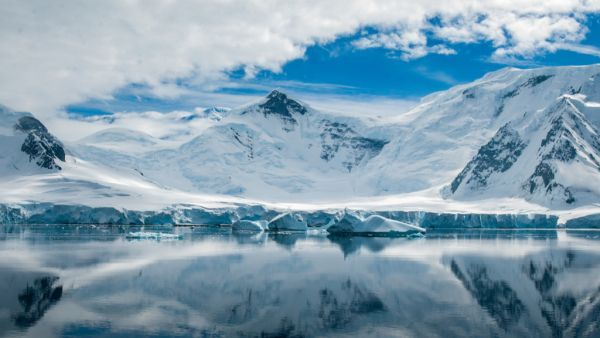 Martian mineral, rare on Earth, found locked in Antarctic ice