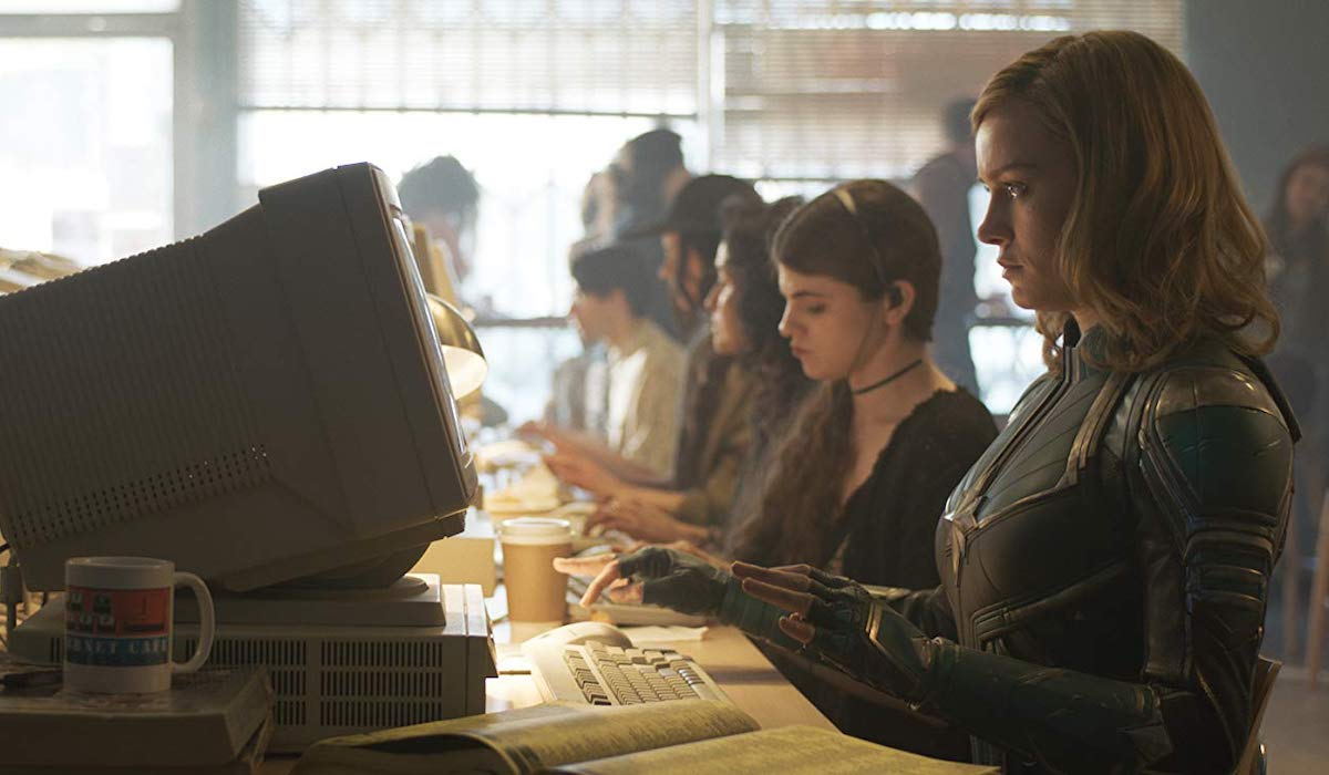 Brie Larson at an internet cafe in the '90s in Captain Marvel