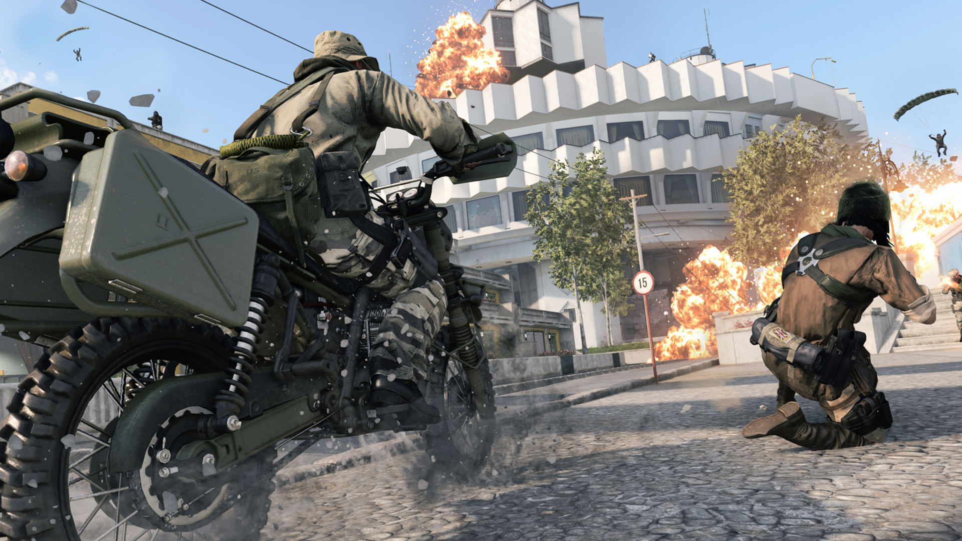 The best AUG loadouts for Warzone