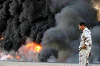 Blazing Iraqi oil pipeline in 2005