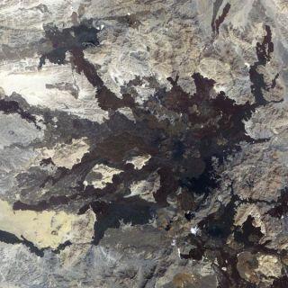 lava-field-harraylunayyir-110104-02
