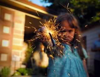 kid-sparkler-july-fourth