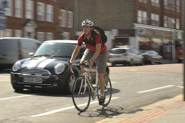 Cyclists exposed to five times less air pollution than ...