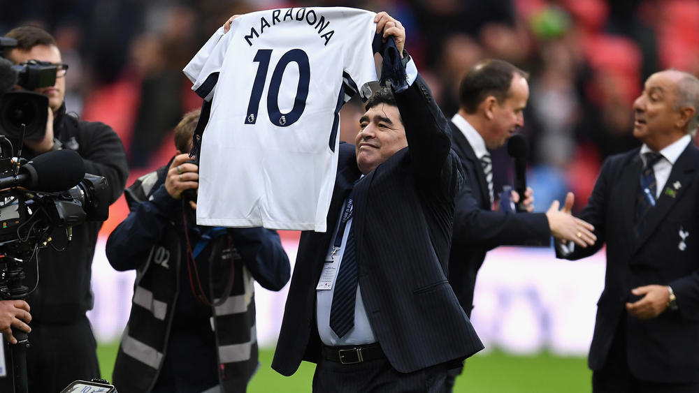 Pochettino Lauds Spurs For Delivering In Front Of Maradona Fourfourtwo