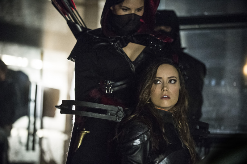 Arrow Season 2 Finale Trailer And Photos Show Heroes, Tension And Big Trouble For... #31273