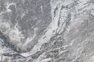 lake-baikal-ice-110124-02
