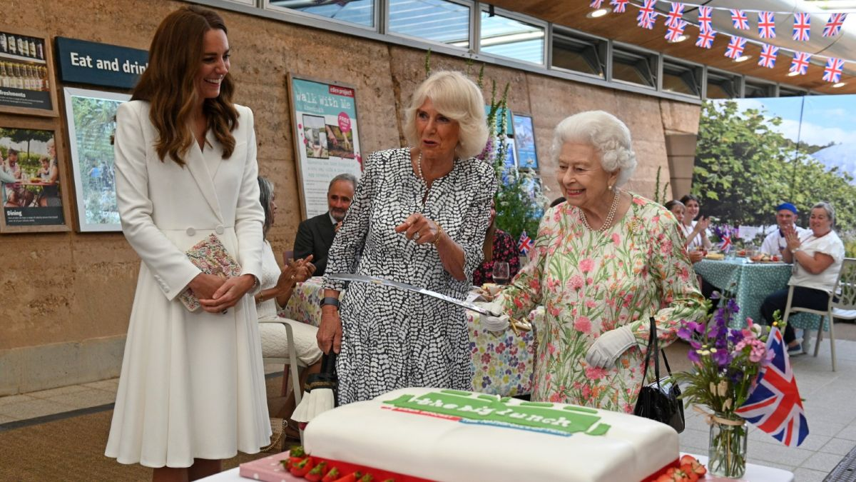 The video of the Queen cutting cake with a sword reveals 'anxious' relationship dynamic between HRH and Camilla, says body language expert