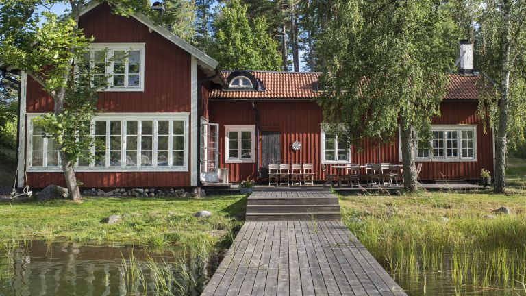 Swedish lakehouse period living