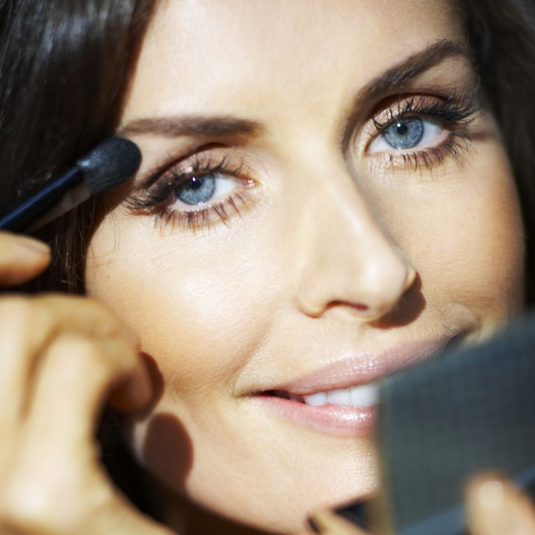 how to apply make up-woman and home