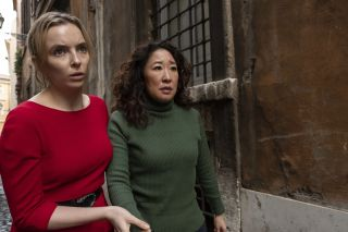 Villanelle and Eve in the street