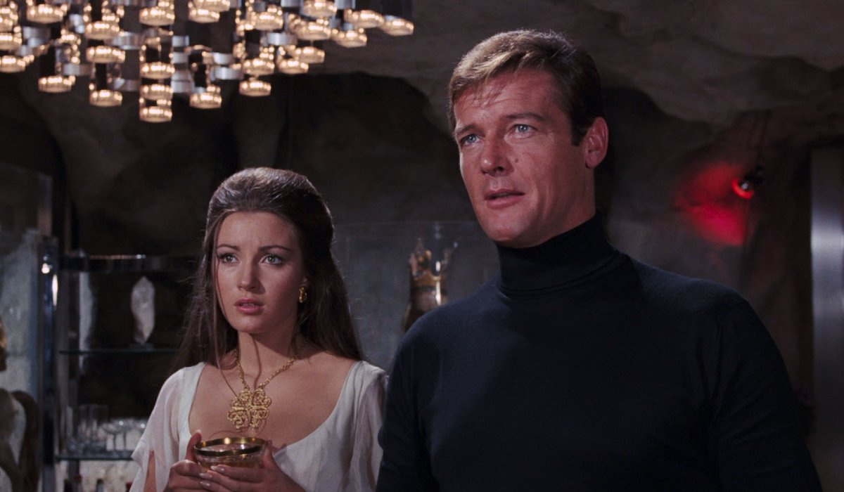Live And Let Die Jane Seymour and Roger Moore held in an underground chamber